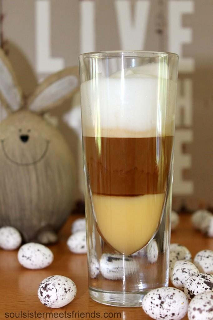 Kaffee und Eierlikor zu Ostern: der coffee shooter.