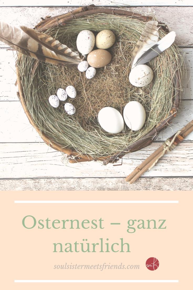 Osternest ganz natürlich: mit Eiern und Federn