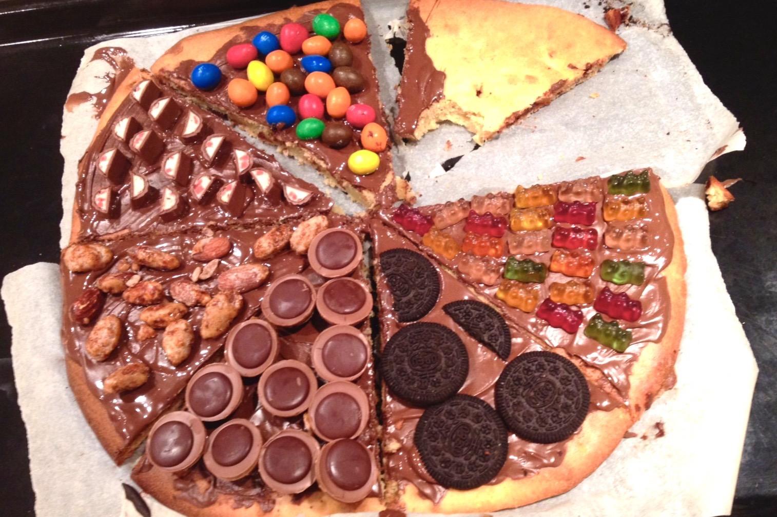Pizza mit Oreo, Toffifee, Yogurette, M & M's und mehr