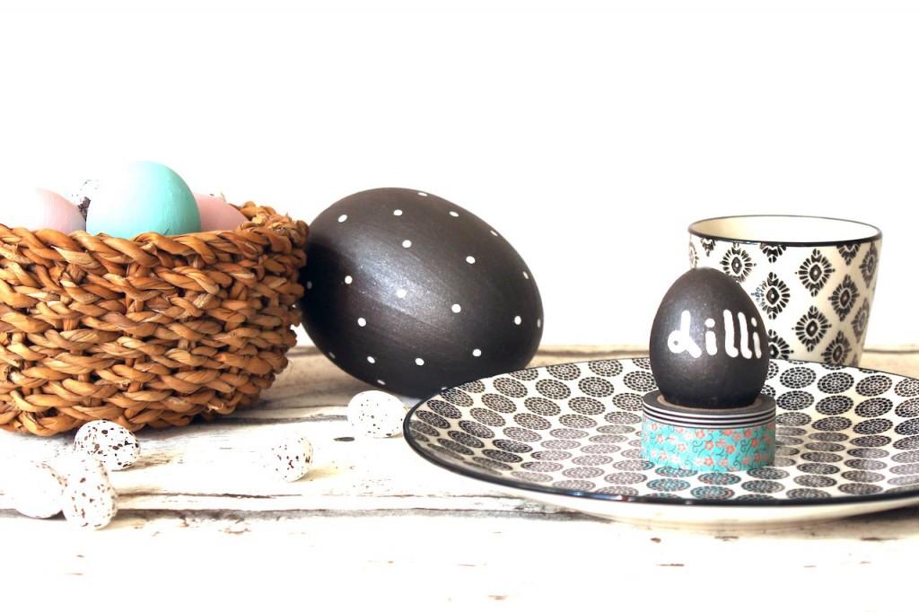ostern mal schwarz weiss ostereier mit tafelfarbe. Black Bedroom Furniture Sets. Home Design Ideas