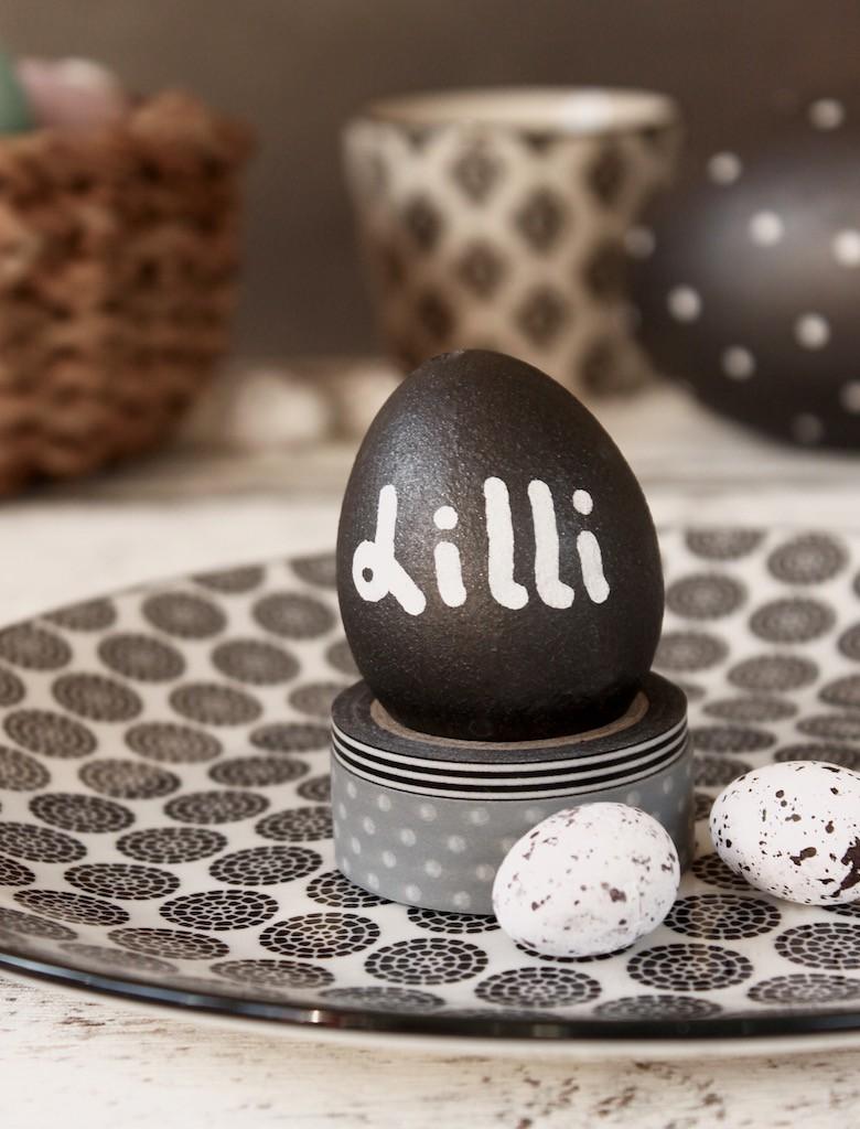 osterdeko in schwarz weiss ostereier mit tafelfarbe. Black Bedroom Furniture Sets. Home Design Ideas