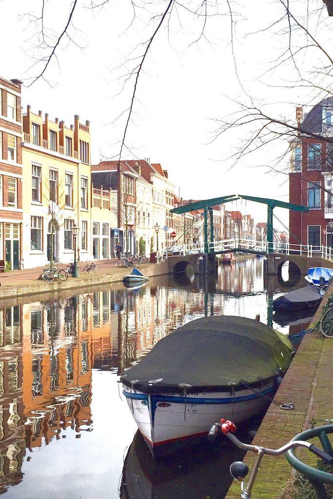 Leiden-Netherlands-Gracht-soulsistermeetsfriends