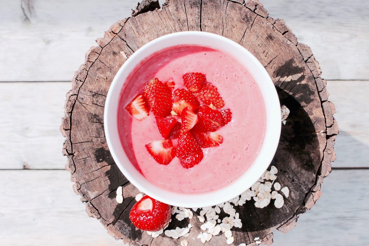 Fitness Frühstück: Erdbeerquark mit frischen Früchten
