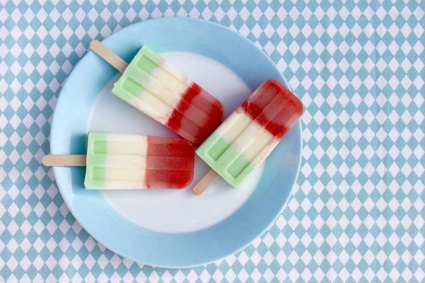 Popsicles-mit-Melone-Joghurt-und-Waldmeister-soulsistermeetsfriends