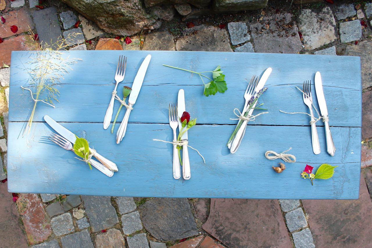 Tischdeko Outdoor mit Besteck