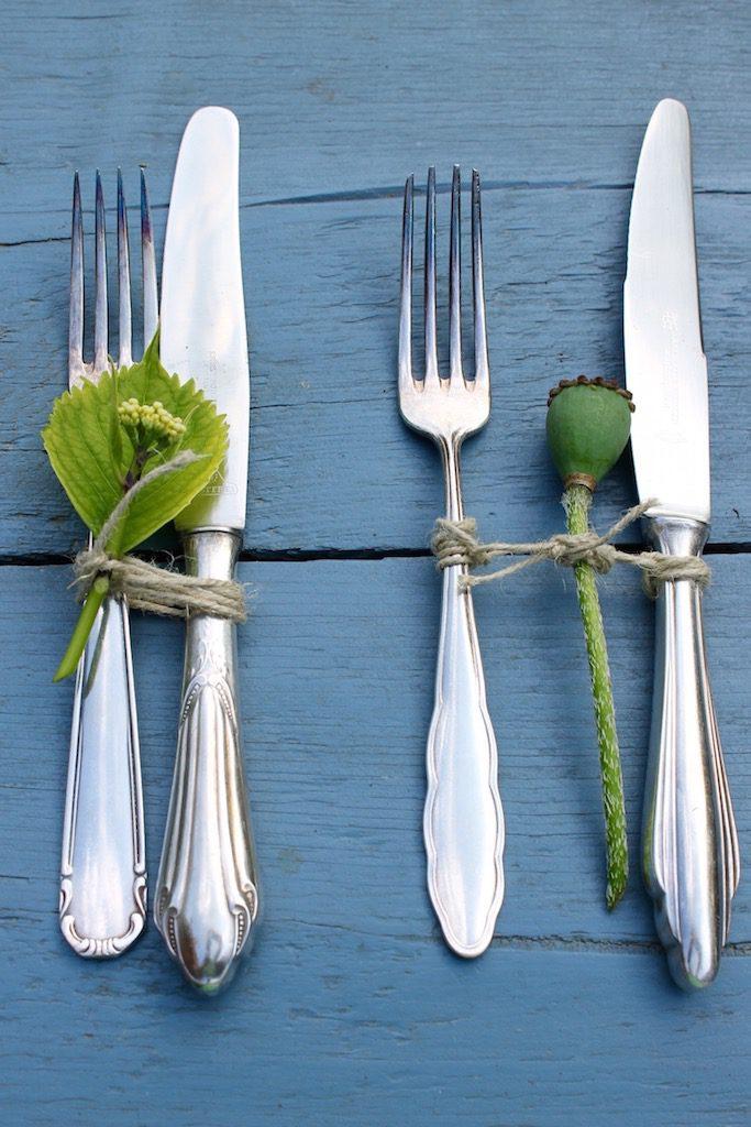 Super easy: sommerliche Tischdeko mit Blüten und Gräsern
