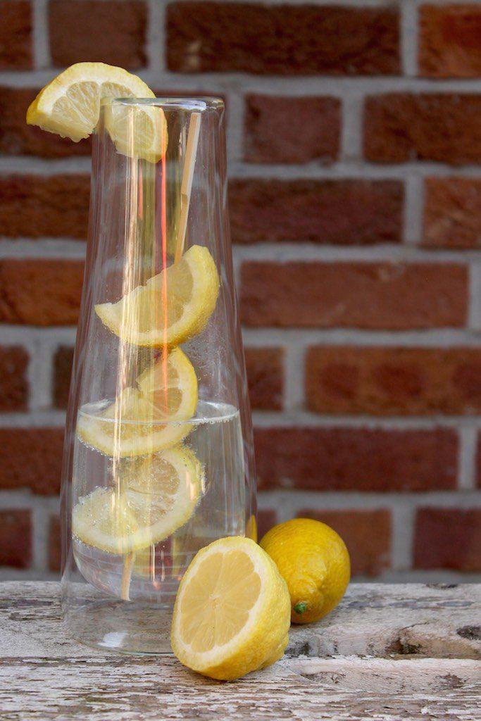 Infused water: so frisch, so lecker! Aromatisiert mit Basilikum, Minze, Orange & Co.