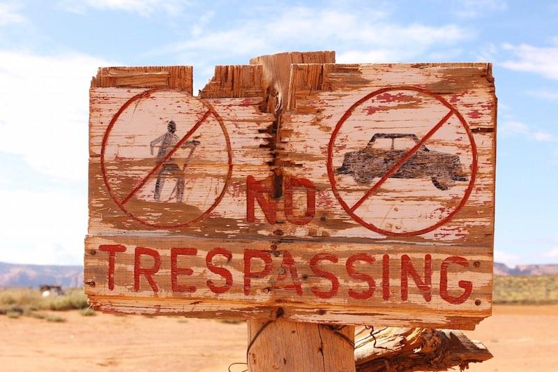 roadtrip_westcoast_usa_monument_valley_soulsistermeetsfriends_utah_no_trespassing