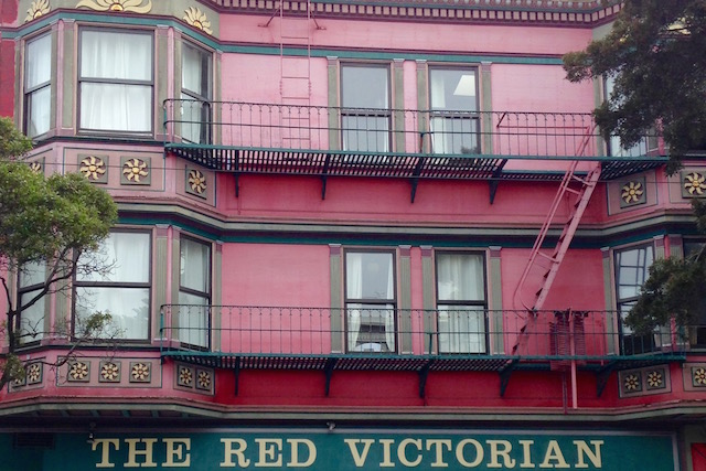 san_francisco_ashbury_haight_red_victorian__roadtrip_westcoast_usa_smfontour_soulsistermeetsfriends