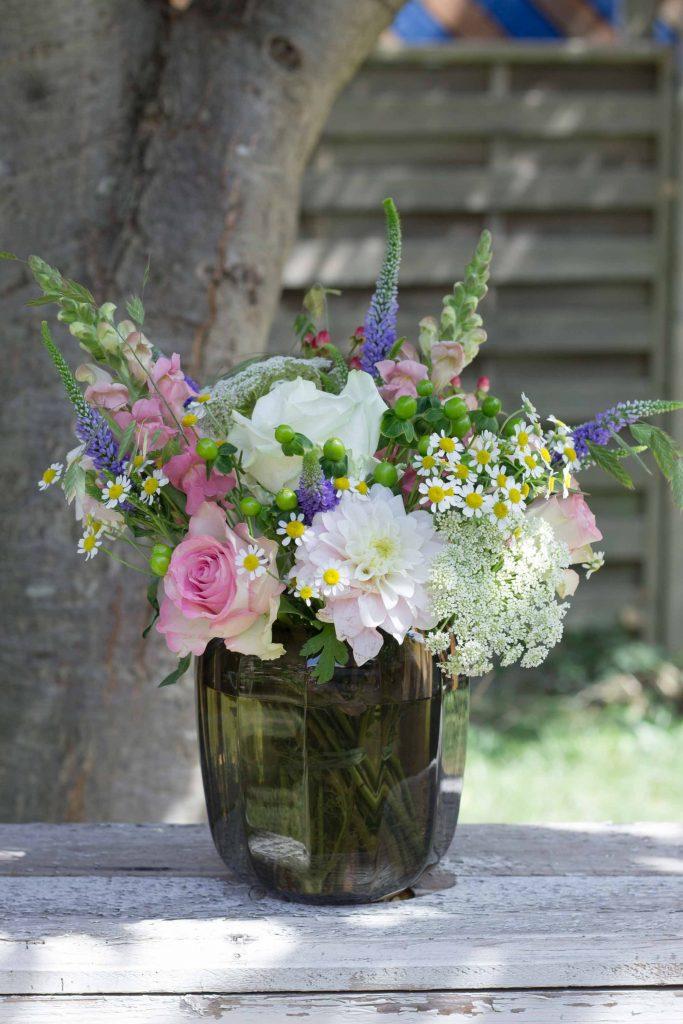 #Blumendeko: Sommerblüher, #Rosen, Chrysanthemen und Gräser