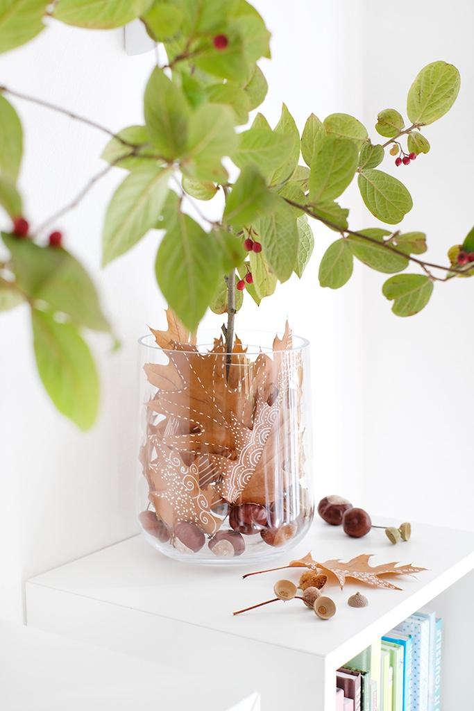 Easy DIY für den Herbst: Blätter bemalen