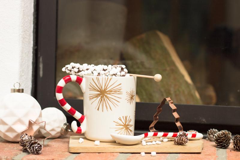 Geschenke aus der KÜche: heiße Schokolade am Stiel mit Mini-Marshmallows