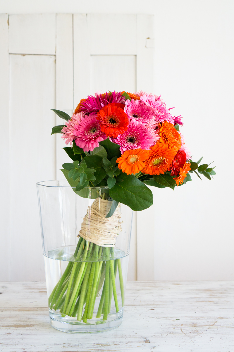 Blumendeko: Gerbera für gute Laune & eine Designer-Vase zum Verlieben
