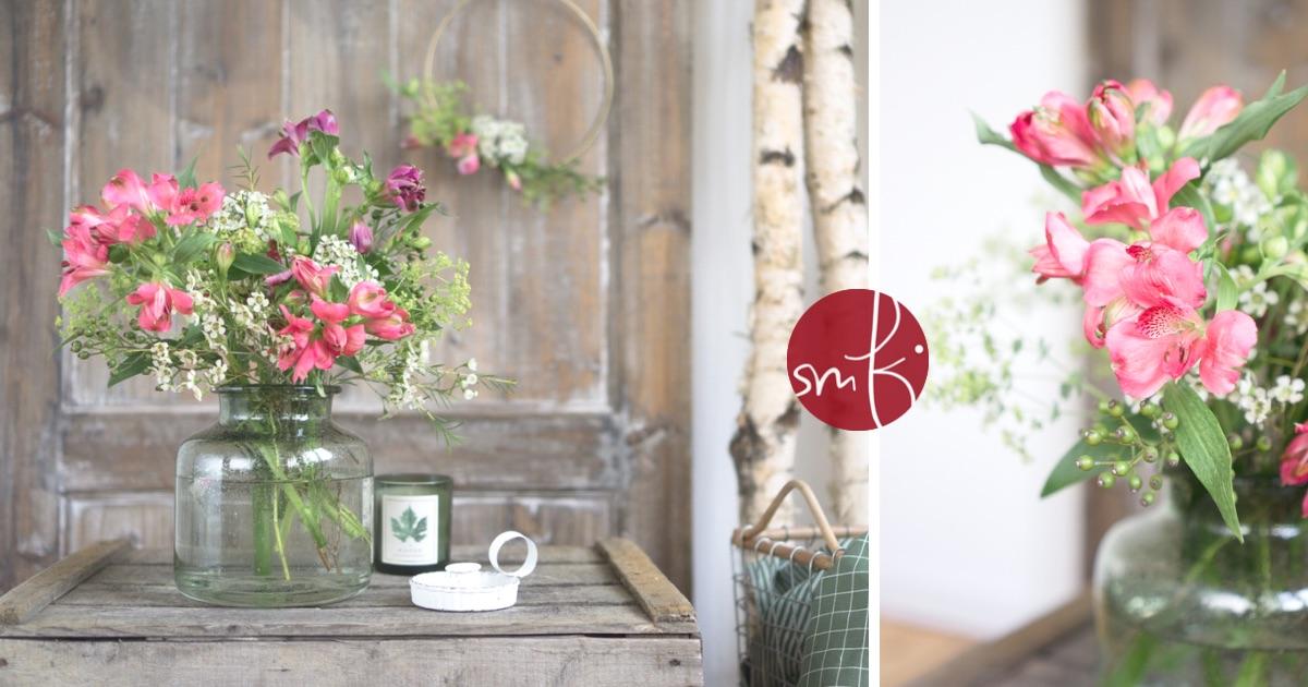 Blumen-Deko im Herbst: mit zarten Blüten in sanften Rot-Tönen