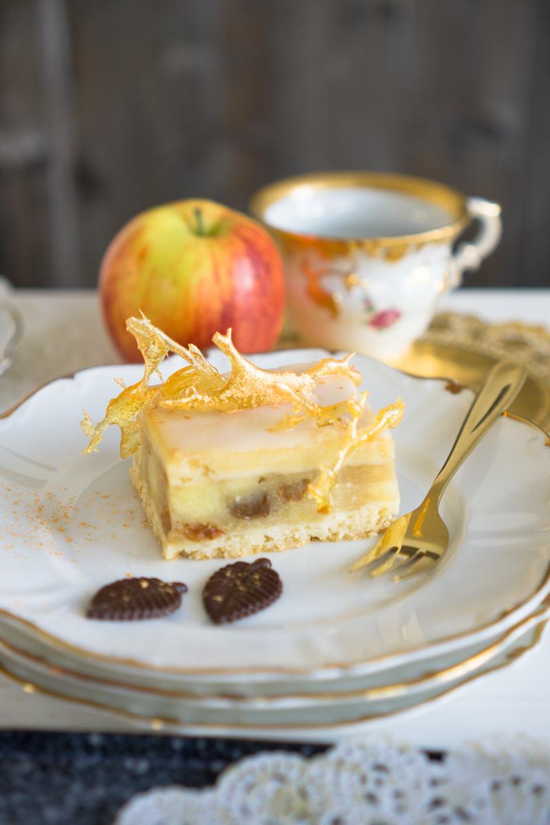 Apfelkuchen vom Blech mit selbstgemachtem Karamell