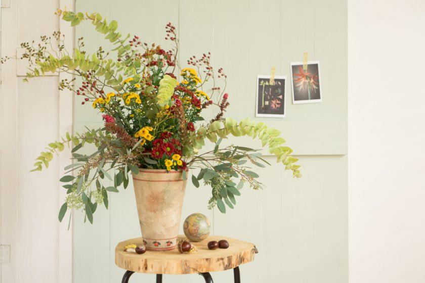 Blumendeko im Herbst: Chrysantheme meets Eukalyptus