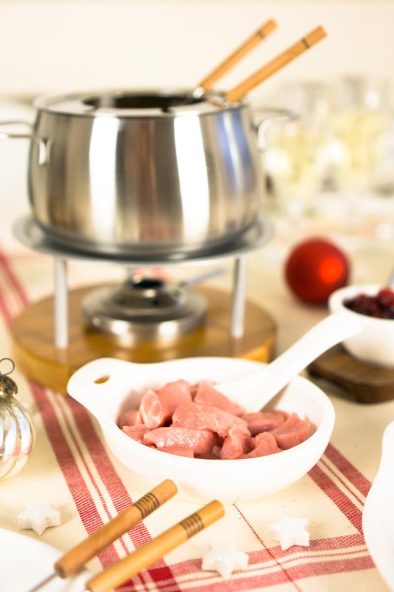 Fondue Chinoise zu Weihnachten: klassisch mit Kalbfleisch & Cranberry Sauce