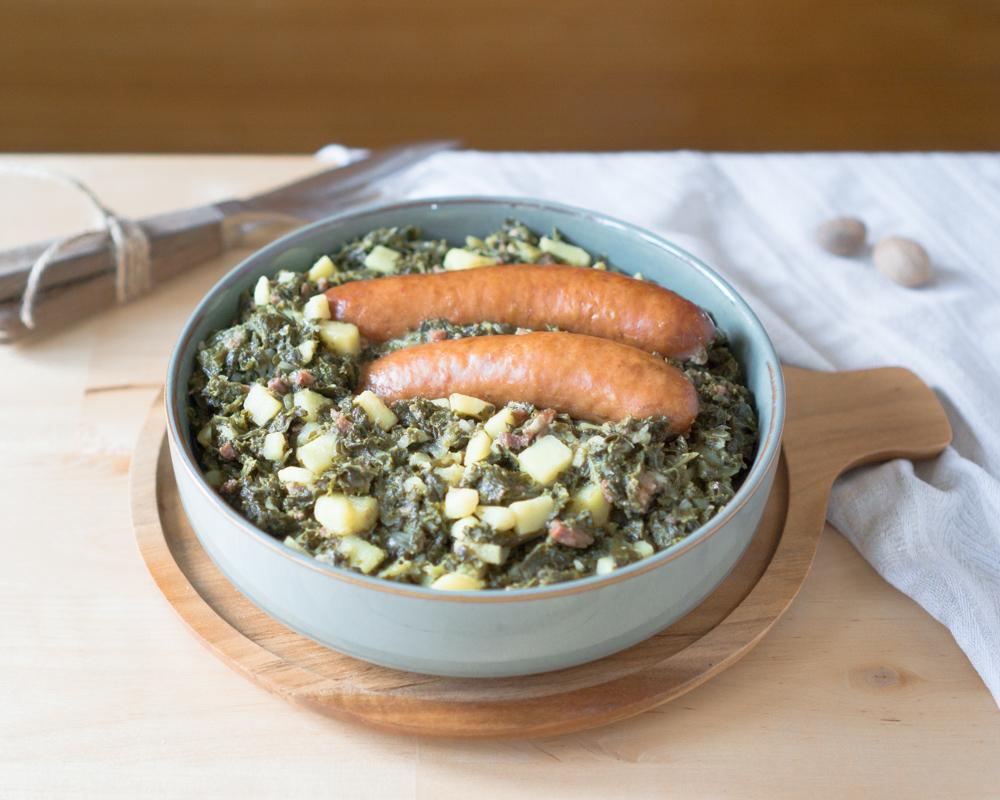 Grünkohl rheinische Art: untereinander gekocht mit Kartoffeln und Kohlwurst