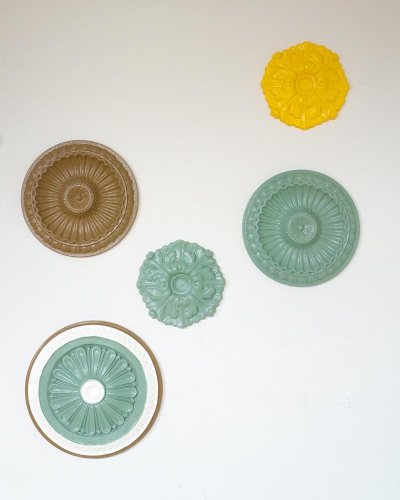 Ordnung in den Accessoires: mit stylischen Rosetten aus Styropor