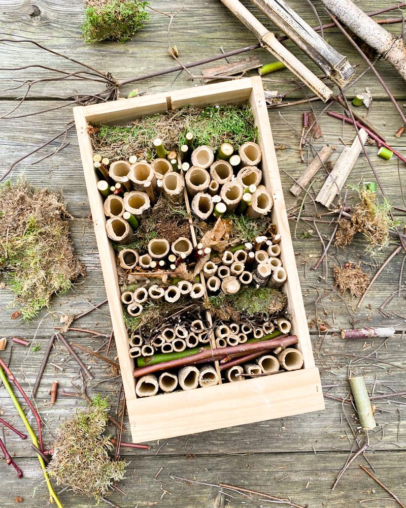 DIY Insektenhotel und Nisthilfe für Wildbienen